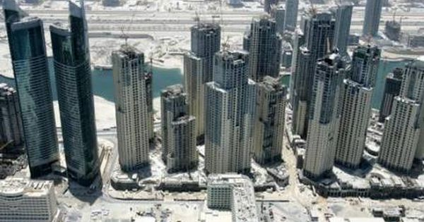 Dubai Landlords Are Lowering Rents Extending Leases To Keep Tenants White Sand Real Estate Managem Estate Management Real Estate Management Being A Landlord