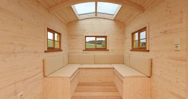 Gemutliche Sitzecke Im Tiny House Schaferwagen Alternatives Wohnen Sitzecke