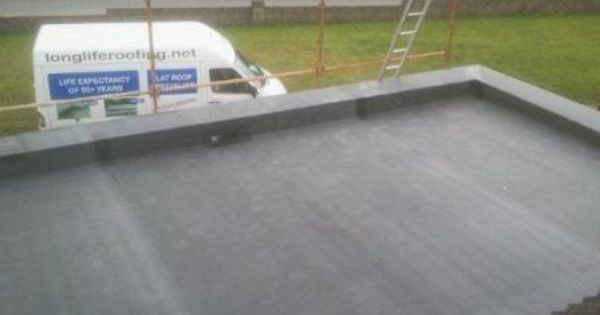Rubber Epdm Insulated Warm Roof With Low Parapet Wall Proven To Last In Excess Of 50 Years Flat Roof Insulation Warm Roof Roofing