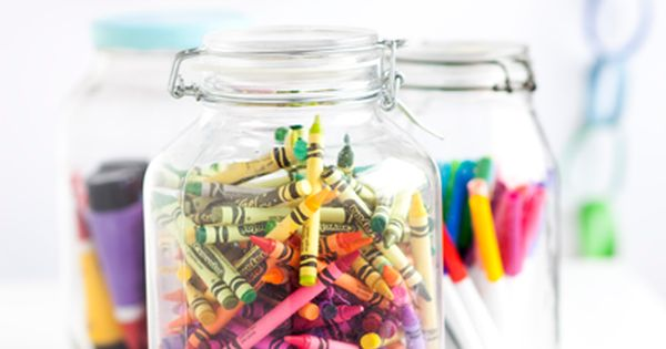 cover the kiddies table with paper & mason jars of crayons.