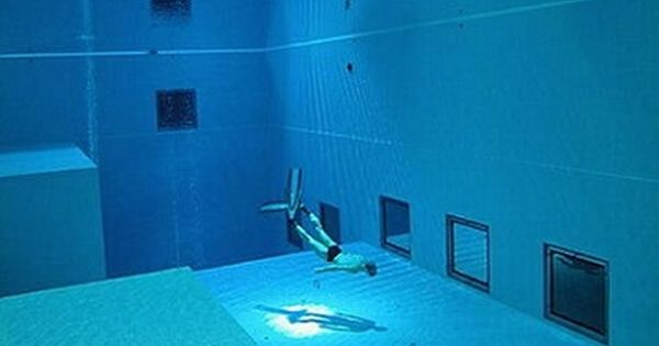 World 39 S Deepest Swimming Pool Plunge Into Y 40 Deep Joy In Italy Swiming Pool Indoor And Buckets