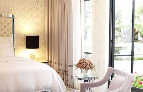 Chic bedroom design with gray cornice board with gold for Bedroom cornice design