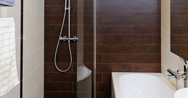 kleines badezimmer fliesen ideen dusche badewanne fliesen holzoptik bad pinterest basteln. Black Bedroom Furniture Sets. Home Design Ideas