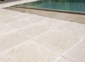 Carrelage Dalle En Pierre Blanche Portugal Espagne France Italie Pour L Interieur Chez Pierre Et Sol Fournisseur Onl En 2020 Dalle Pierre Pave Beton Terrasse Pierre