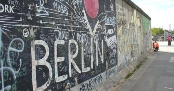 The Berlin Wall A Monument To The Cold War Prlog Berlin Wall Berlin Berlin Germany