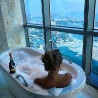 Фото с девушкой со спины, лежащей в ванной с шампанским #картинки ...