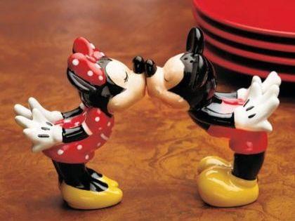 New Walt Disney Mickey Minnie Mouse Salt Pepper Shakers Kitchen Decor |