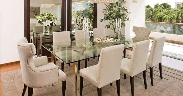 Comedor sillas beige y espejos mesa de vidrio for Decoraciones para comedores
