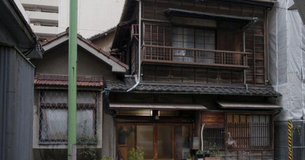 町屋 By Kasa51 玄関脇に洋風デザインの応接間が造られた昭和初期の