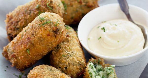 Cauliflower & Parsley Croquettes with Roasted Garlic Aioli. These Look Yummy!!