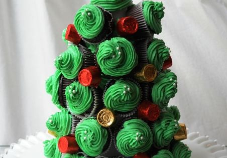 Mini Cupcake Christmas Tree Tutorial! I actually have that cone at home!