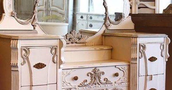 Beautiful Vintage Vanity Table Old Fashioned Vanities Vanity Items