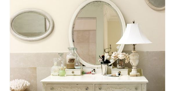 Mirror Mix-Up Mismatched vintage mirrors in this Chicago home add up to