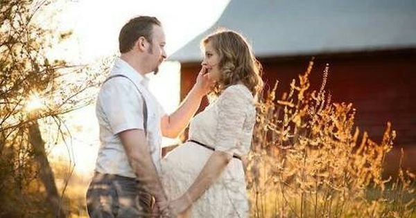 Pin By Ingrid Becker On Maternity Shoot Ideas Maternity Photography Vintage Maternity Photos Maternity Photographer