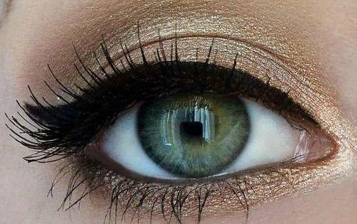 Gold rimmed eyes