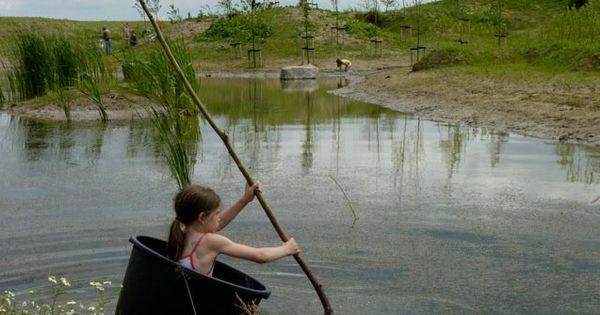 Kom lekker ouderwets ravotten in de natuur spring over slootjes vaar rond in een ton of klim - Ontwikkeling rond een zwembad ...