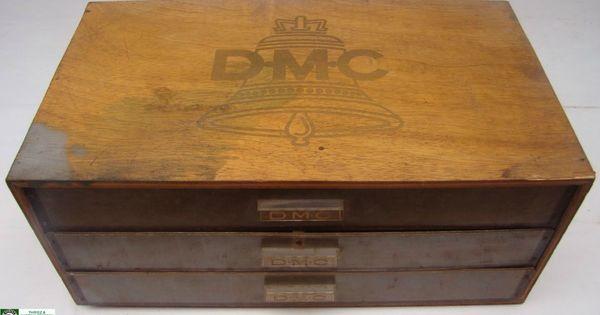 Boite de rangement dmc arborant la cloche comme logo for Boite couture dmc