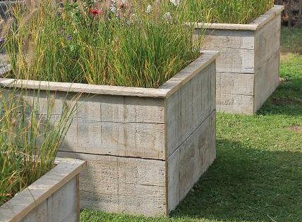 Construire des bacs pour des fleurs avec du bois de for Bac en bois jardin