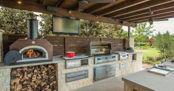 Cook outside this summer 11 inspiring outdoor kitchens for Outdoor summer kitchen
