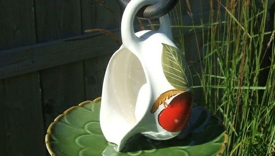 Cute bird feeders... different from the china tea cup ones:)