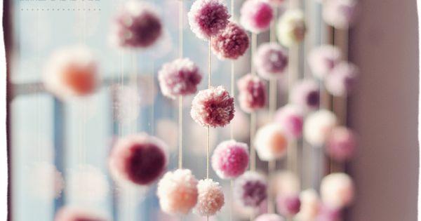 DIY un rideau de pompons ~via ZESS