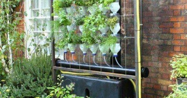 Vertical gardening supplies from smith hawken vertical for Hydro gardens