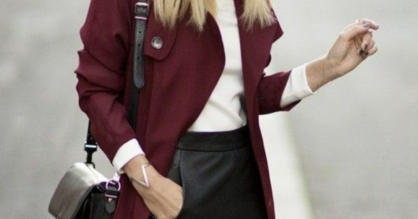 manteau camaieu de couleur rouge vin avec cheveux blonds femme moderne chapeau 700. Black Bedroom Furniture Sets. Home Design Ideas
