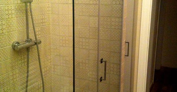 Scorcio del bagno ristrutturato realizzato con parquet in - Pareti doccia in resina ...