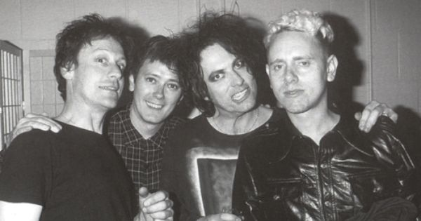 Pin By Roxanne Heglin On Robert Smith And The Cure Robert Smith The Cure Depeche Mode The Cure