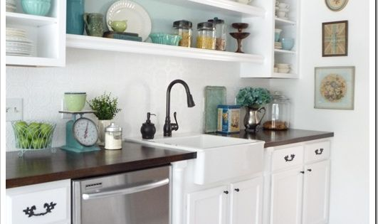 Upper cabinets with open shelving in between. Basement kitchen idea