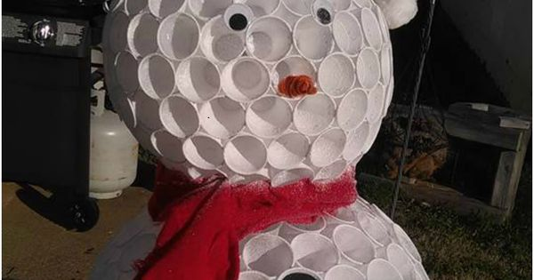 How to make a snowman using cups wells cups and how to make for Plastic cup snowman