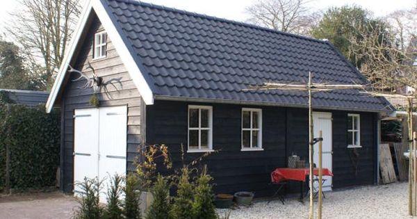 2 zwarte houten schuur met zolder 32m2 schuurtjes for Houtskelet schuur