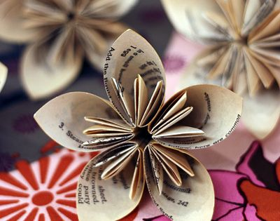 Paper Flower Tutorial crafts It would be beautiful to make a bunch