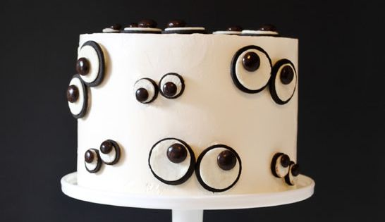 DIY Monster Eye Cake (Carrie Sellman). The eyes are made with Oreos