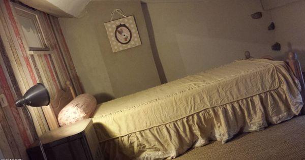 Une chambre à la lumière tamisée, douce, classique.  Chambres ...