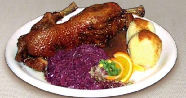 Spezialitat Restaurant Schildkrote Berlin Knusprige Halbe Mastente Mit Rotkohl Und Klossen Leckere Deu Eisbein Mit Sauerkraut Deutsche Kuche Restaurant Berlin