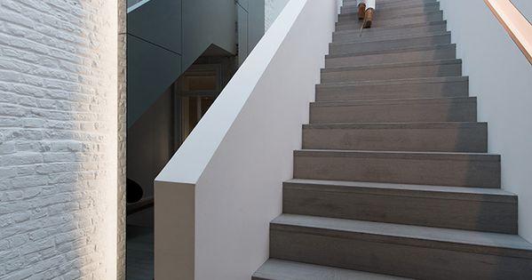 maison contemporaine design blanc int rieur moderne escalier parquet gris verri re. Black Bedroom Furniture Sets. Home Design Ideas