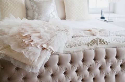 Feeling like a queen bed. Tufted bed bedroom design BedRoom Bed Room