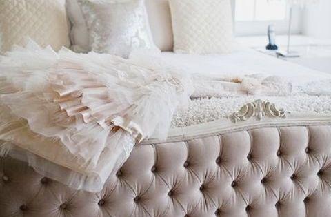 Feeling like a queen bed. Tufted bed bedroom design BedRoom Bed Room