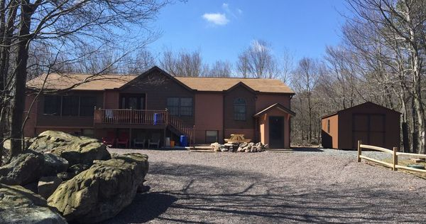Beautiful Spacious Home In The Pocono S 5br 3 Bath Awesome Game Room Bar Beautifully Remodeled Home Situated In The House Rental House Styles Ideal Home