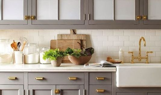 kitchen-in-neutral-with-brass  주방  Pinterest