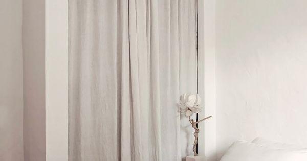 Un dormitorio con un armario muy especial sin puertas - Armarios con cortinas ...