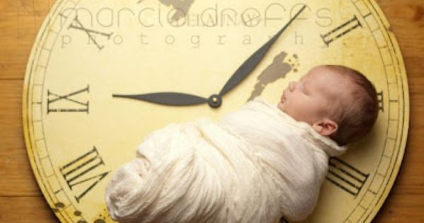 Clock set at the time of birth. Photo ideas for Newborns