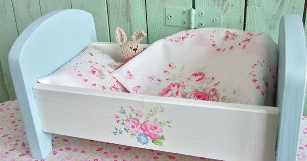 shabby roses cottage dolls bed shabby chic boho pinterest puppenm bel puppenbett und. Black Bedroom Furniture Sets. Home Design Ideas