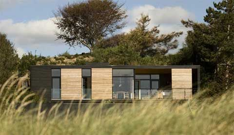 These Modern Prefabricated Homes Offer Simple Scandinavian Style With Emphasis On Functionality Light An Prefab Homes Prefabricated Houses Modern Prefab Homes