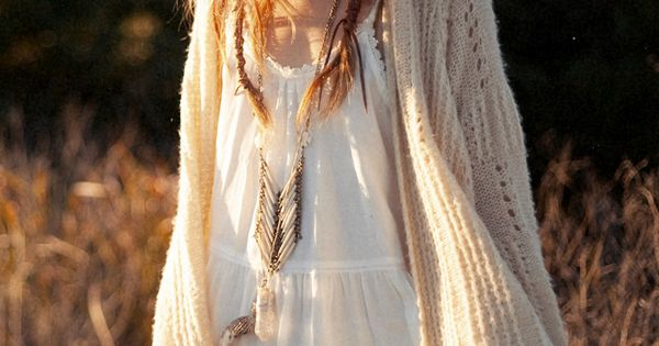 "Inspiration | ""Boho"" hairstyle - headband, plaits, messy hair, middle parting, natural"