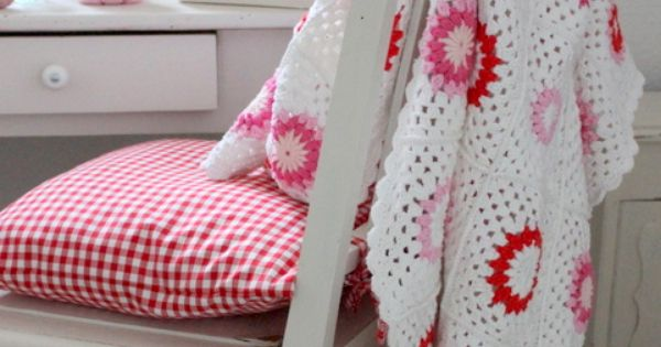 Beautiful crochet afghan - design and color inspiration