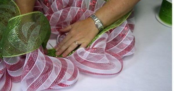 How to make a Christmas wreath.