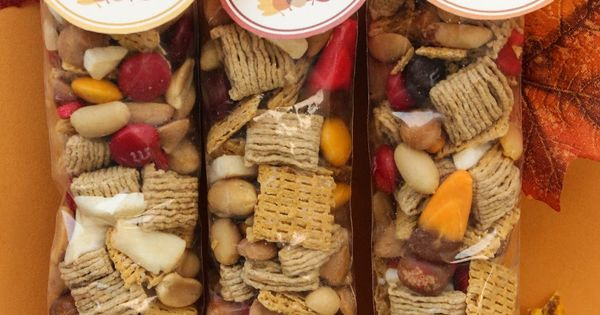 Fall Trail Mix {with FREE printable} Caramel Bits Fall Candy Corn Peanuts
