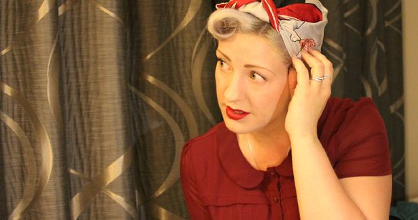 Video How To Tie A Headscarf 1940s Style 1940s Hairstyles Scarf Hairstyles Vintage Hairstyles